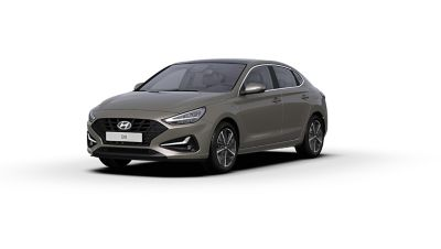Front side view of the new Hyundai i30 Fastback in the colour Silky Bronze Brown Metallic.
